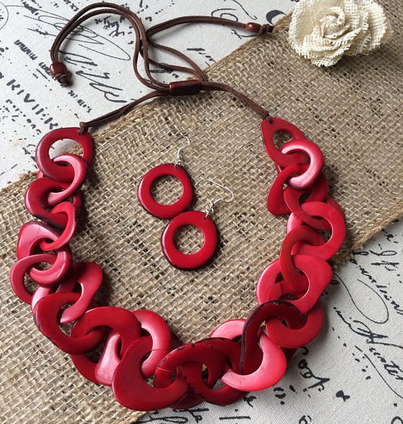 RED NECKLACE AND EARRINGS SET