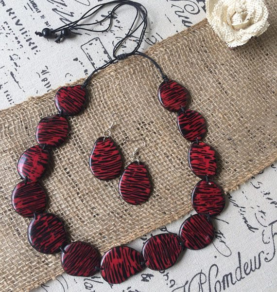 RED AND BLACK STATEMENT BEADED NECKLACE AND DANGLE EARRINGS SET