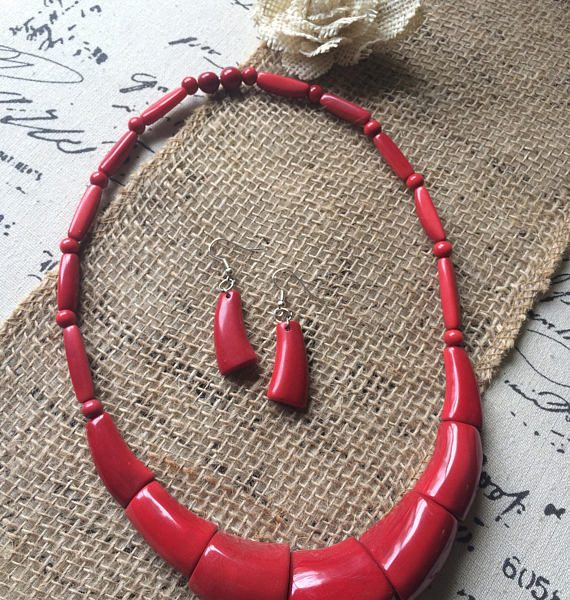 RED BEADED NECKLACE AND DANGLE EARRIGS SET MADE OF TAGUA NUT