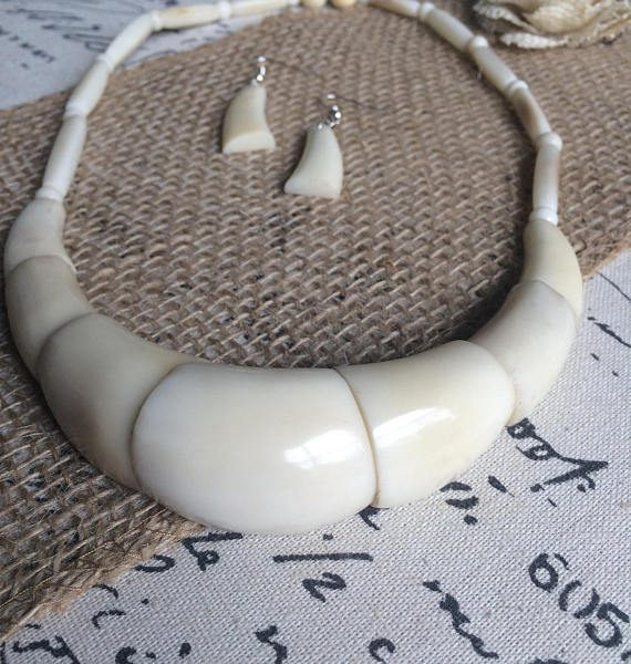 WHITE STATEMENT NECKLACE AND DANGLE EARRIGS SET MADE OF TAGUA NUT