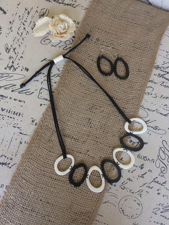 Black and white Tagua nut necklace set